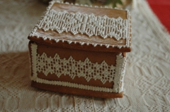 Csipkés mézeskalács doboz