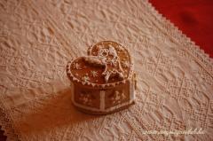 Kicsi mézeskalács karácsonyi doboz