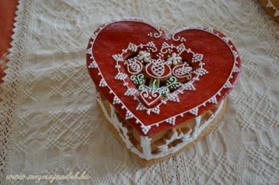 Tulipános mézeskalács szíves doboz